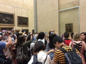 Locura ya absolutamente desatada ante la Gioconda. Louvre